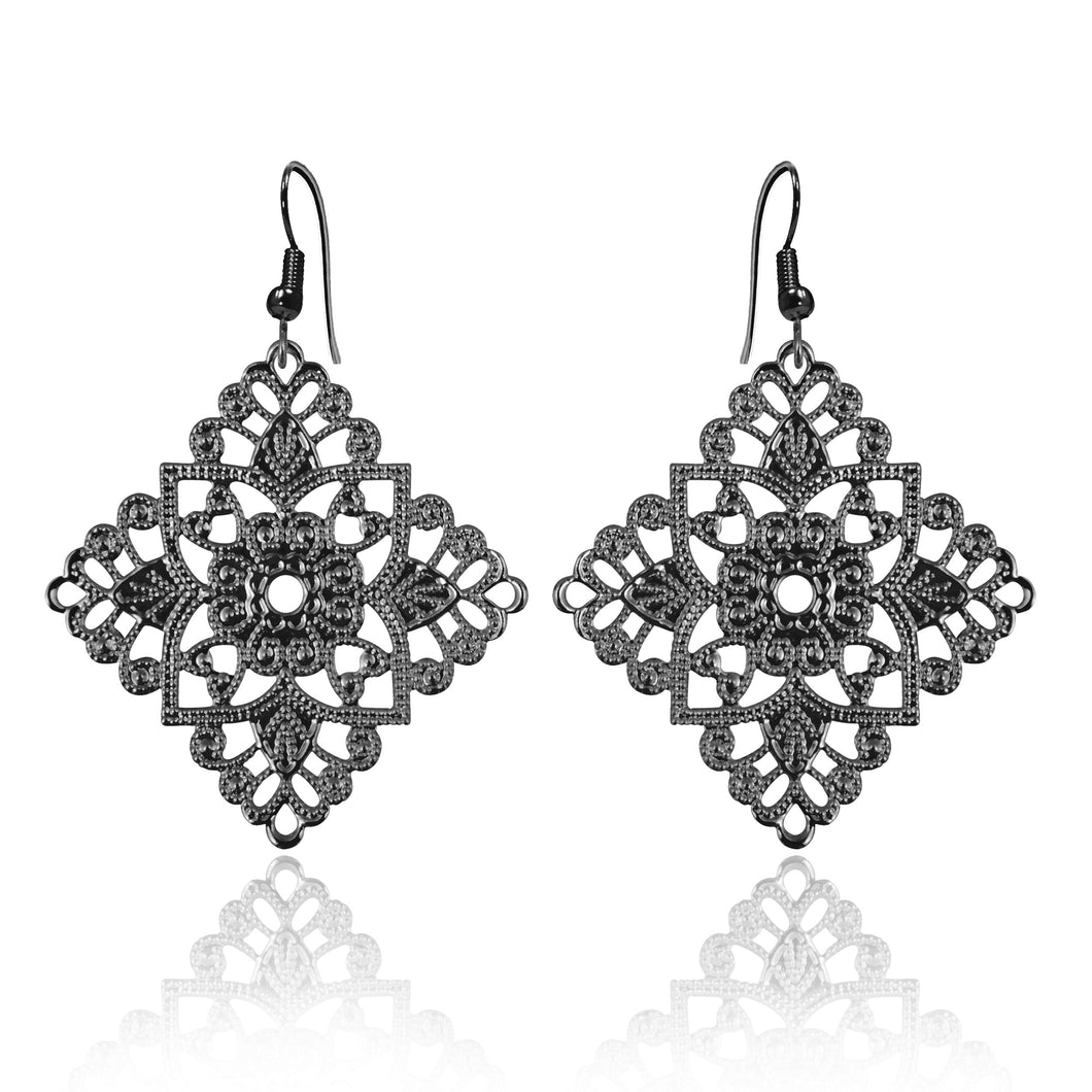 Lacey Diamond Black Earrings