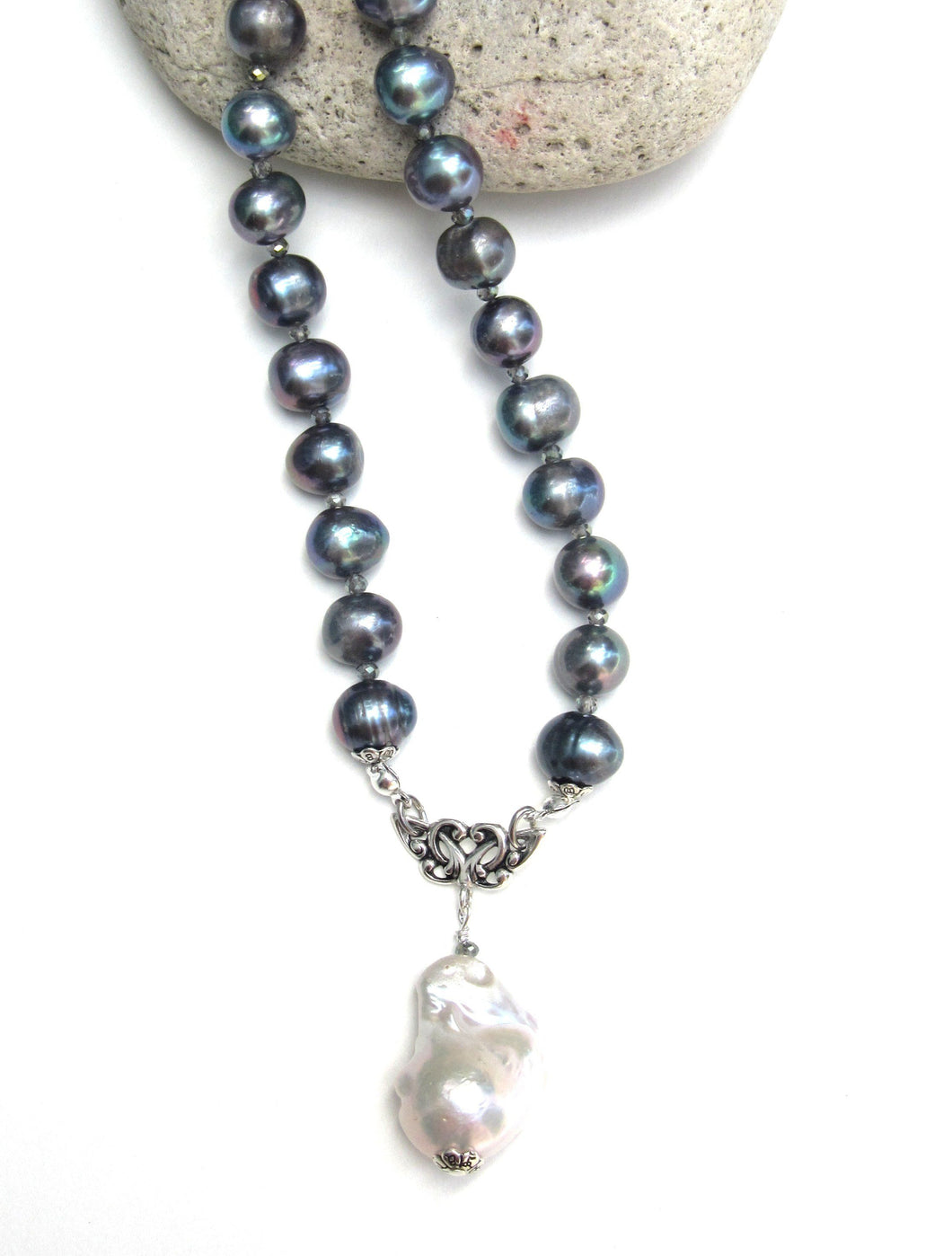 Ovation Pearl Necklace - Grey
