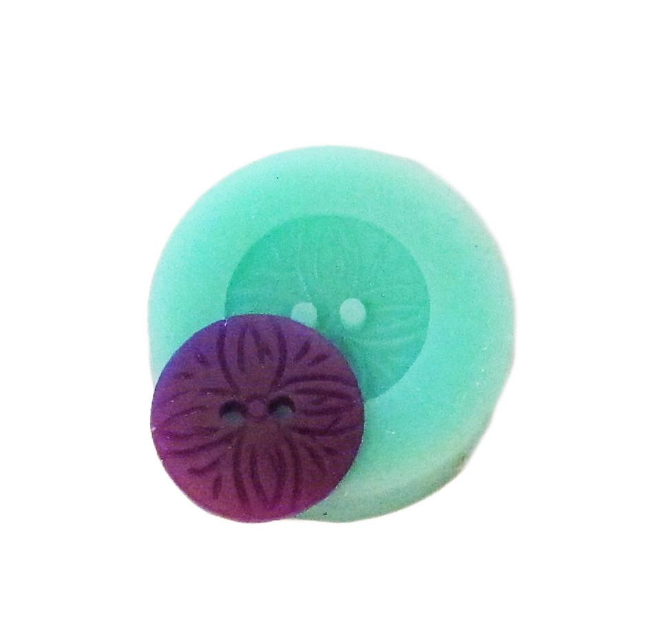 Patterned reusable silicone button mold