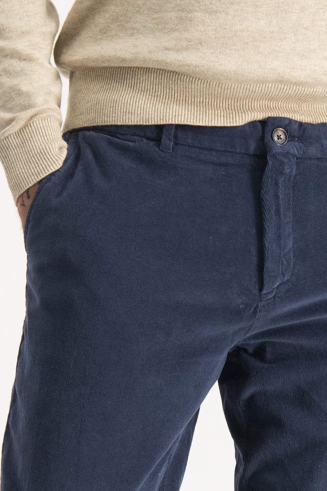 garment dyed regular fit chino with fine Corduroy