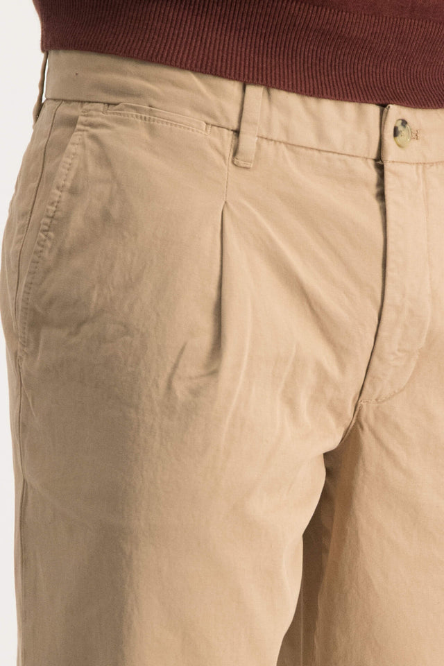 Garment dye regular fit pleated chino