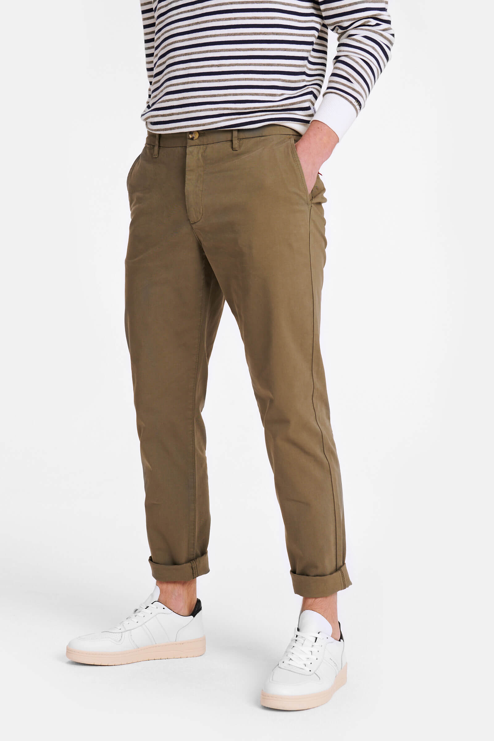 Slim fit garment dyed chino