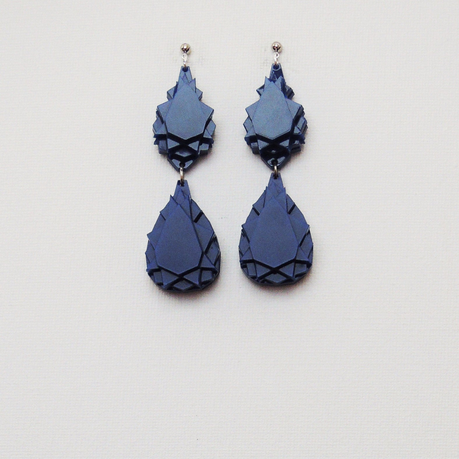 VECTORY PEAR MID BLUE EARRINGS