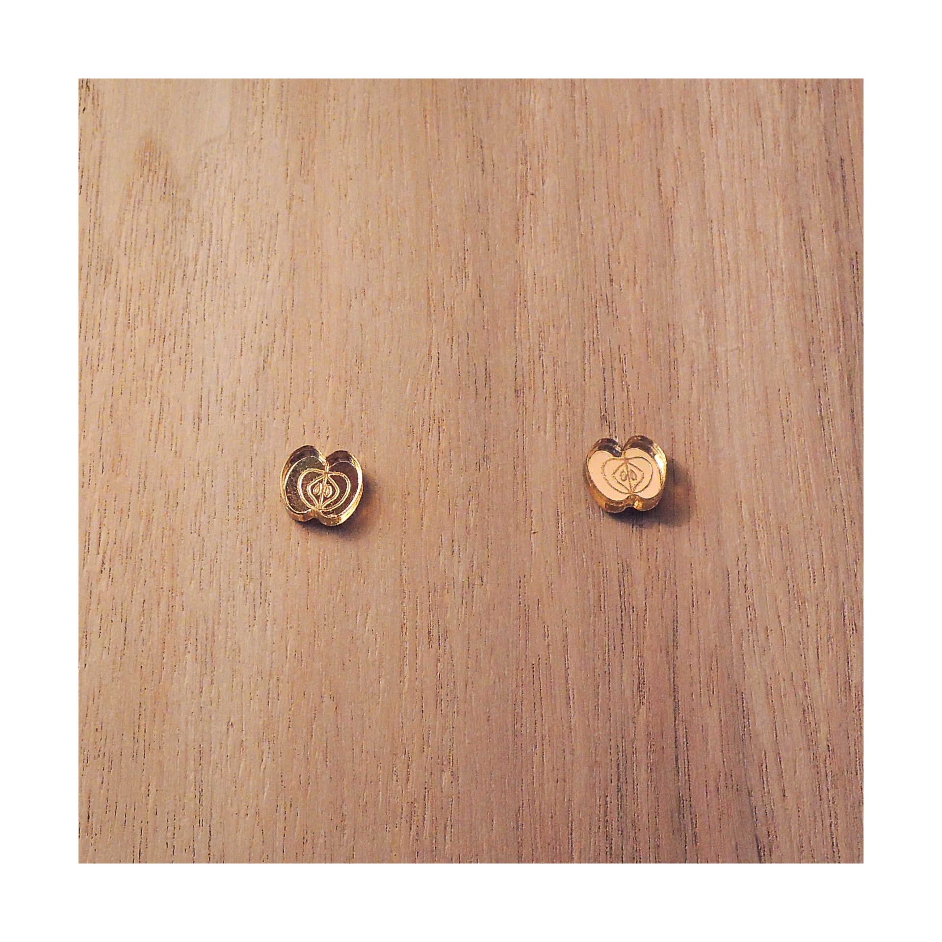 PULPY GOLD APPLE EARRINGS