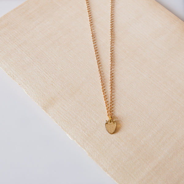 PULPY GOLD STRAWBERRY NECKLACE