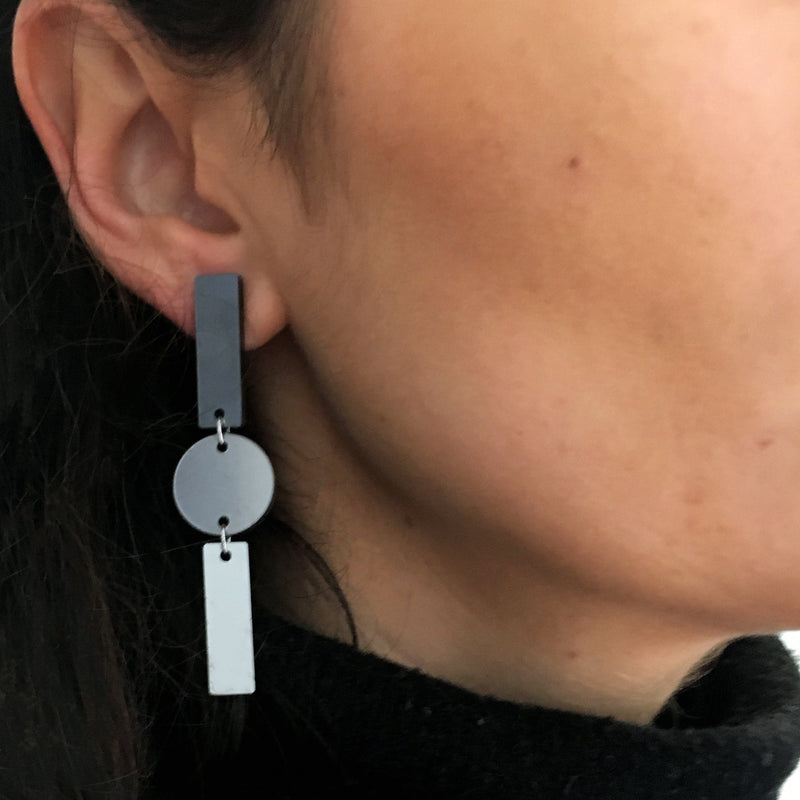 BARS & CIRCLE METALLIC GREY EARRINGS