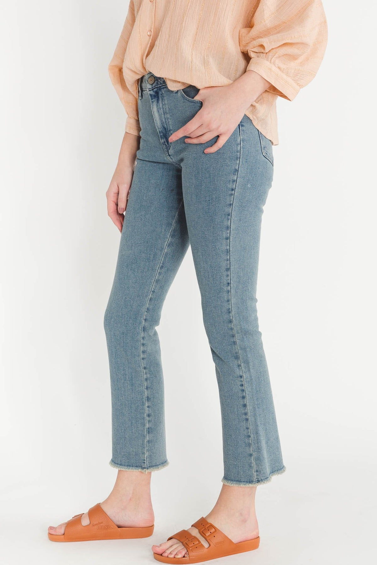 Maxine Jeans Bleach - Kanope - ankle length straight leg blue jeans flare