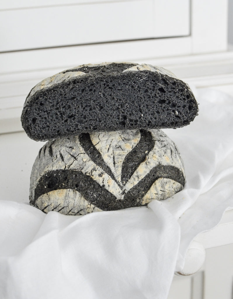 Charcoal bread - Gluten free baking by Chocolate & Quinoa