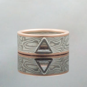 Mokume Gane Ring mens Wedding Band triangle stone Woodgrain Pattern and Ash Palette w/ Macle Stone triangle shaped stone triangular tri stone Mokume Gane Ring mens Wedding Band matching wedding bands custom bespoke red gold yellow gold rose gold woodgrain Pattern black blackened oxidized silver palladium alternative metal nature inspired rustic artisan topographical earthy style unique handmade matching wedding bands mens womens custom wedding bands artistic different alternative mens wedding band ring