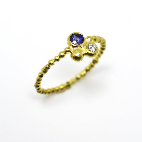 Archaic 18kt Yellow Gold Ring with Sapphire & Diamond Triad