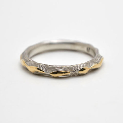 Mokume Guri Bori Wedding Band in Ash with Yellow Gold Ridgeline