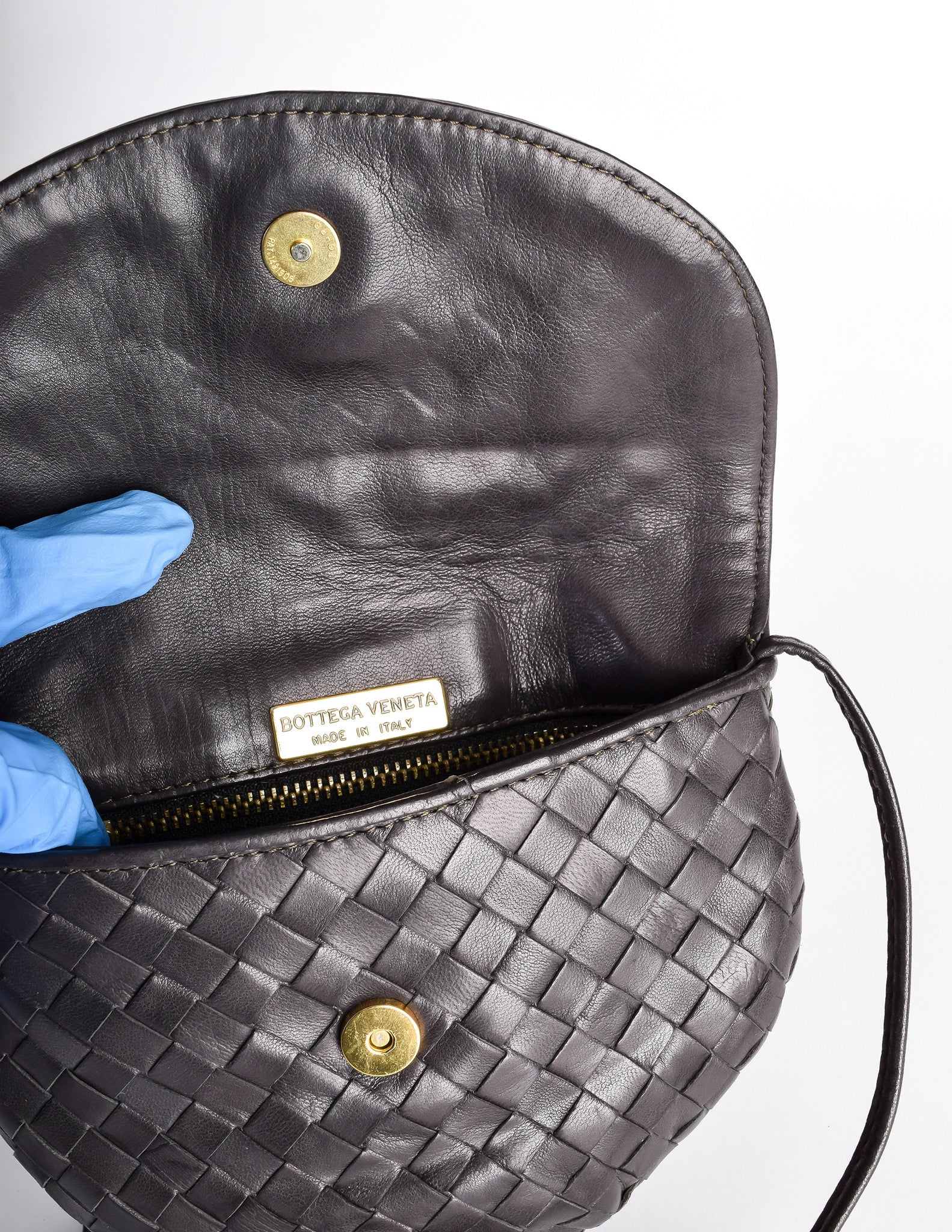 Bottega Veneta Vintage Intrecciato Black Woven Leather Crossbody Bag -  Amarcord Vintage Fashion - 8 684d8c400106d