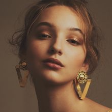 Load image into Gallery viewer, Triangulars Naxchi earrings