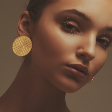 Load image into Gallery viewer, Stud Exta Gold earrings