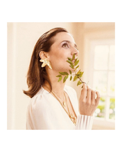 Load image into Gallery viewer, Magnolia Earrings