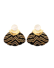 Load image into Gallery viewer, Kukulcán Black earrings / Mother Peal