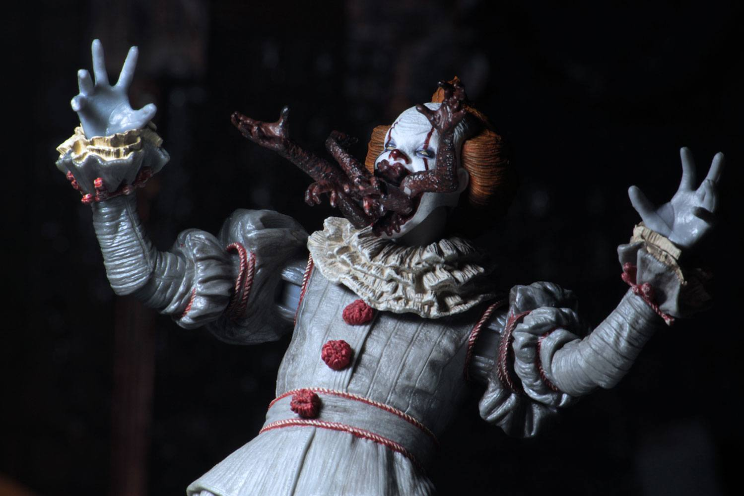 Ultimate Pennywise Clown Danzante Dancing It 2017 Action Figure  18cm NECA 45470