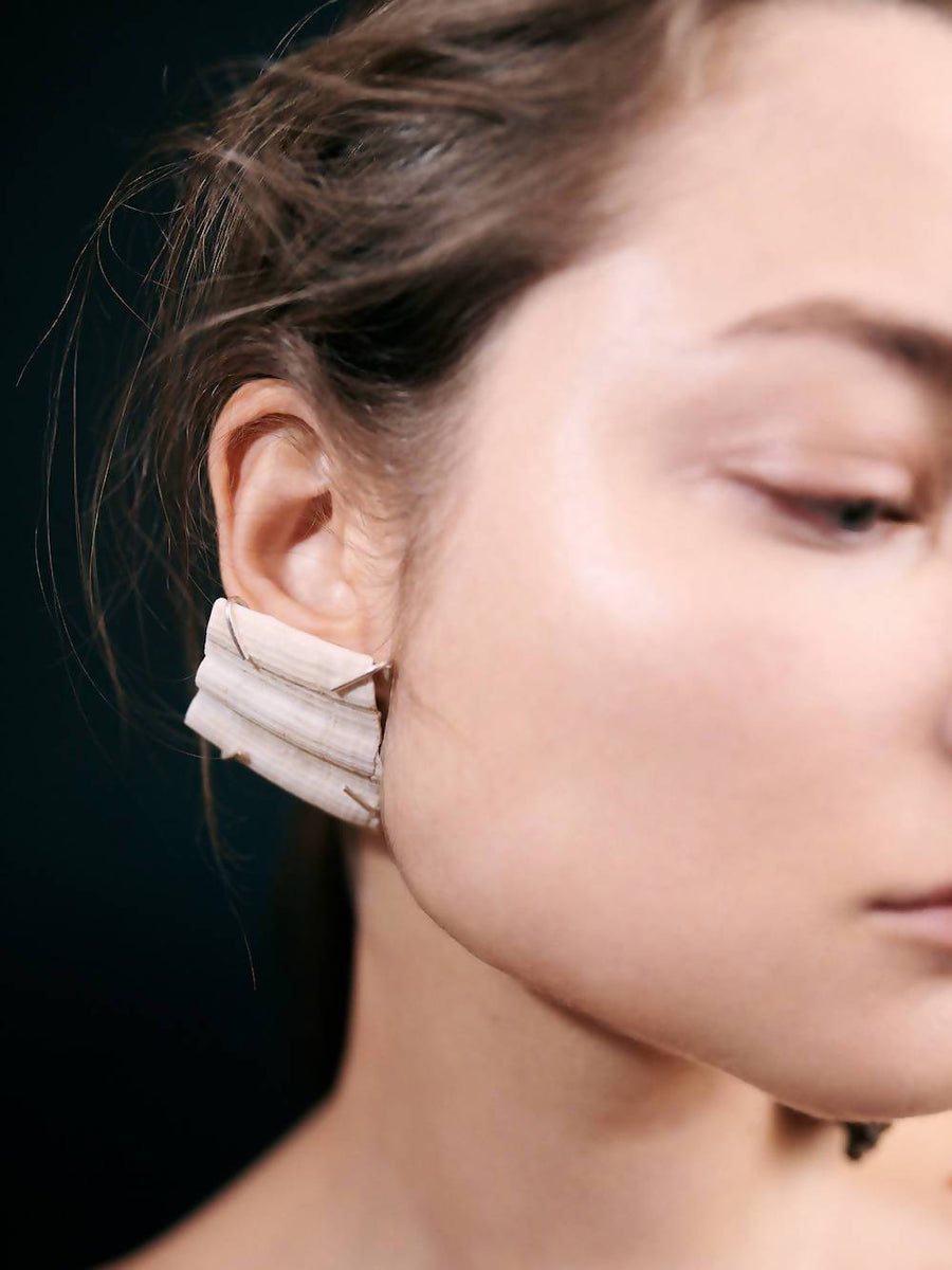 Scallop Claw Setting Earring