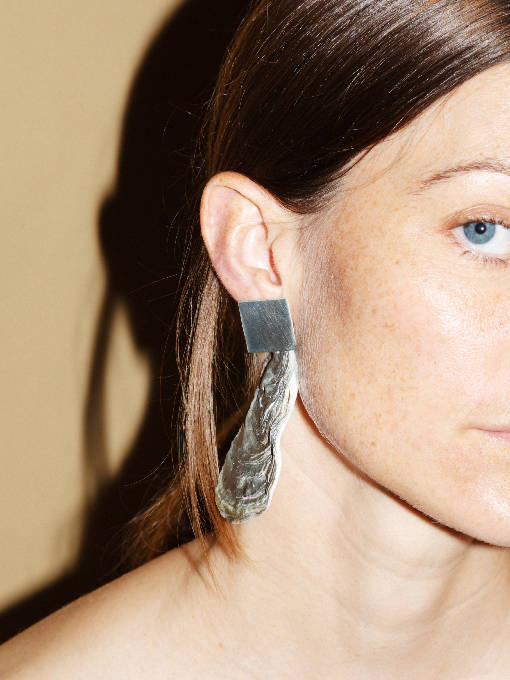 Load image into Gallery viewer, GREEN OYSTER SILVER SQUARE EARRING