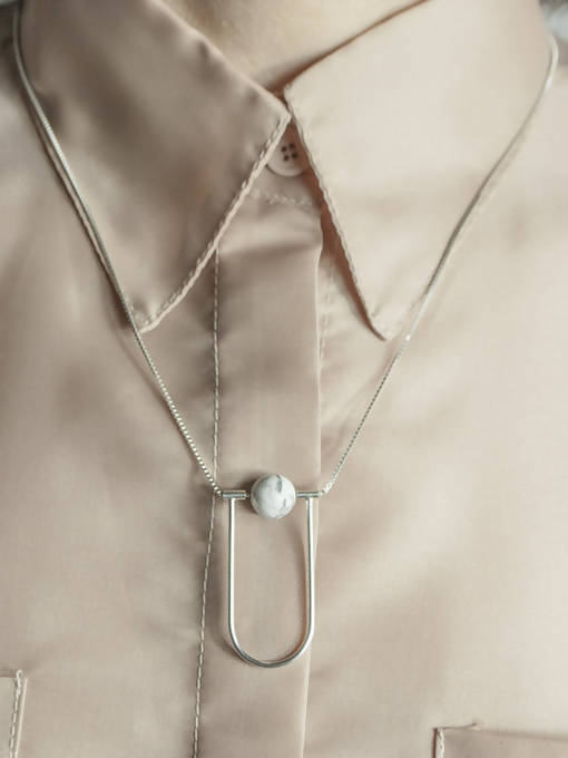 NEUTRA HOWLITE NECKLACE
