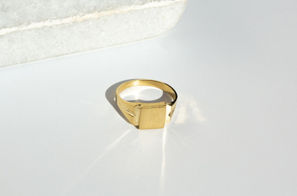 Load image into Gallery viewer, solid 10k Gold signet ring, solid white gold signet ring toronto, solid rose gold signet ring toronto, signet ring toronto etsy, signet ring toronto mejuri, engraved square gold signet ring toronto, buy engraved signet ring toronto