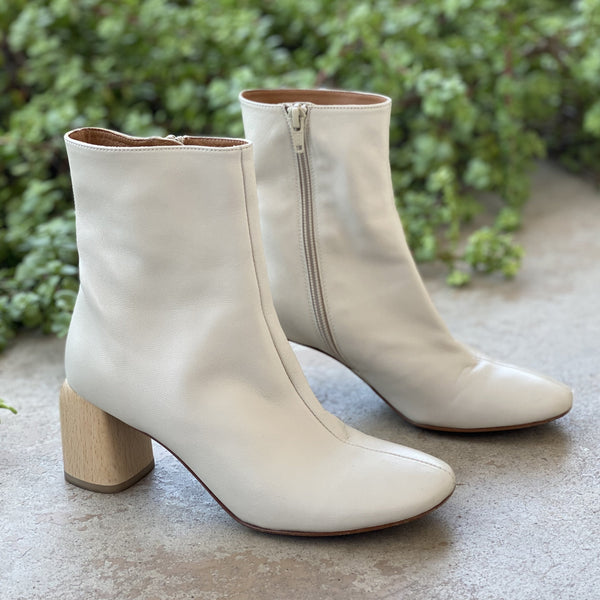 LOQ Cream Boots, Size 36 (US 6)