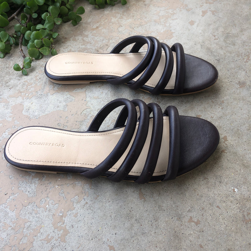 Country Road Sandals, Size 37 (US 7)
