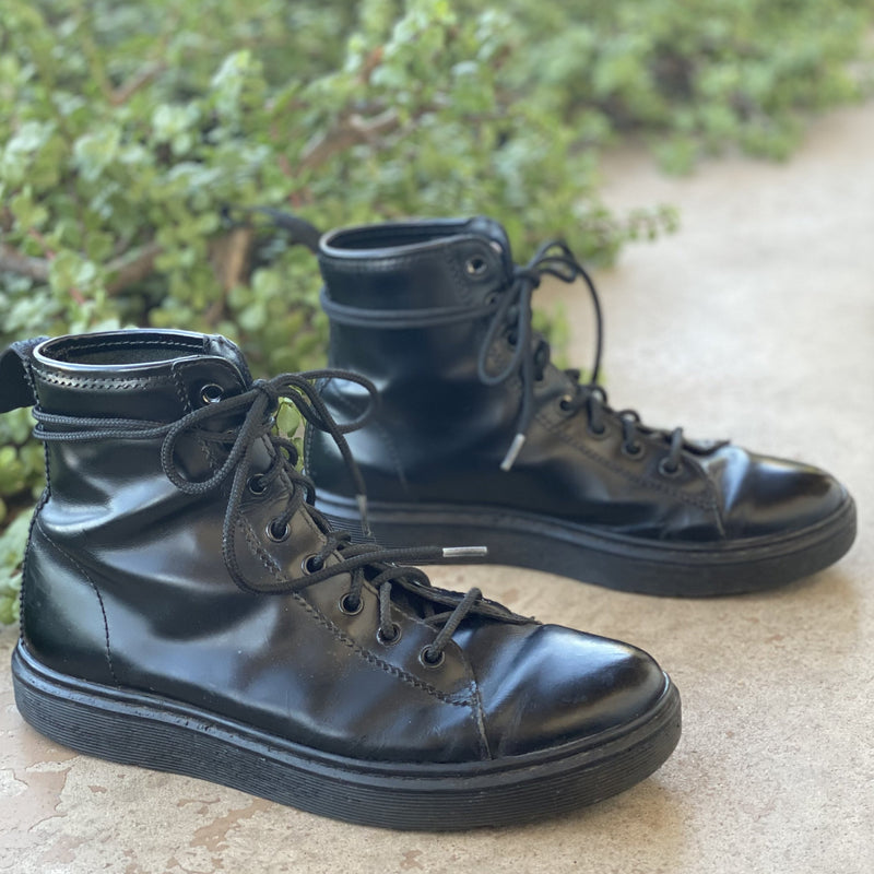 Dr Martens Black Leather Boots, Size 9 Women/8 Mens