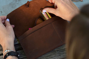 3 tips for reorganizing your makeup bag for a more efficient use