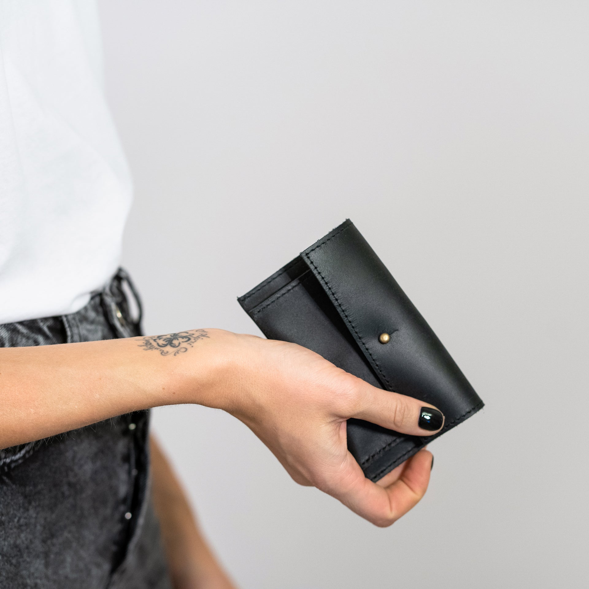 black leather unisex wallet