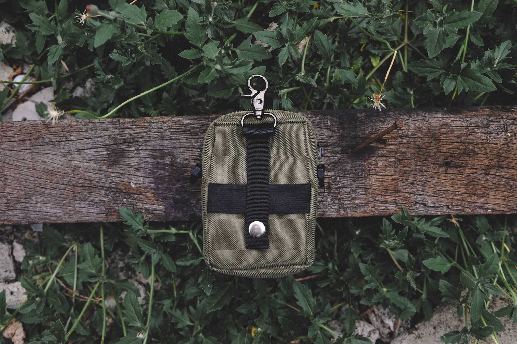 Multi Coin bag w/strap olive green