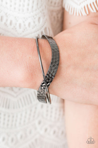 Wandering Waves - Black Bracelet