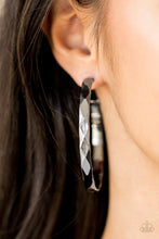 Load image into Gallery viewer, Hey, HAUTE Stuff - Paparazzi Black Earrings - BlingbyAshleyNicole