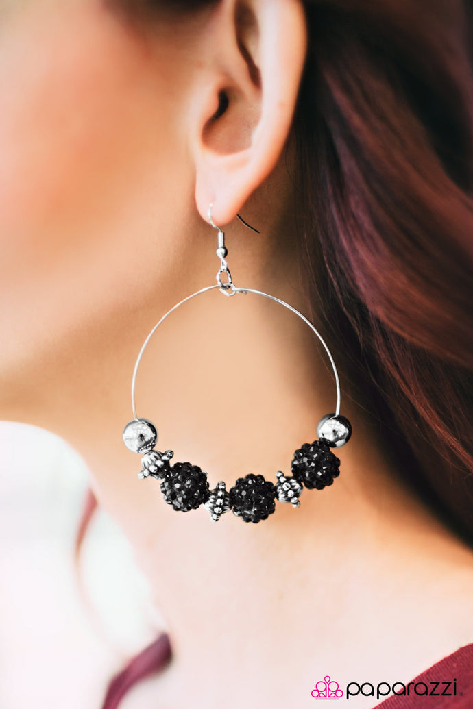 I Can Take A Compliment | Paparazzi Black Earring - BlingbyAshleyNicole