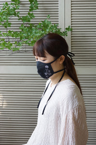 about her. original mask (offwhite/black)