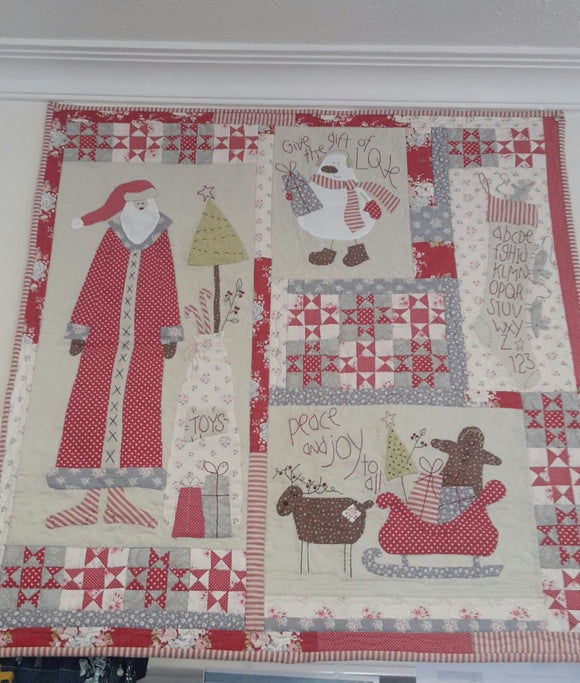 Christmas applique wall hanging quilt