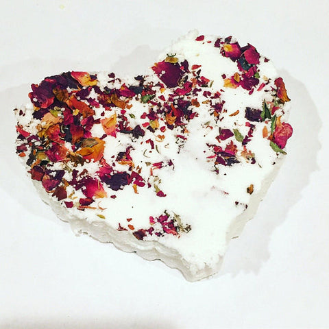 Rose heart bath bomb / organic bath bomb / - Queen Bunnybee's Gifts