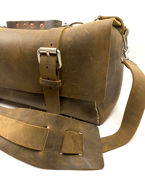 Seasoned No. 613 - Medium Duffle in Crazy Horse With Newspaper Pocket