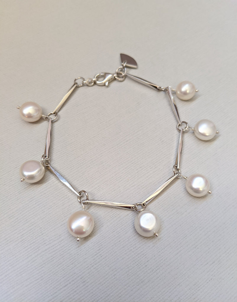 Button freshwater pearl and sensu bracelet