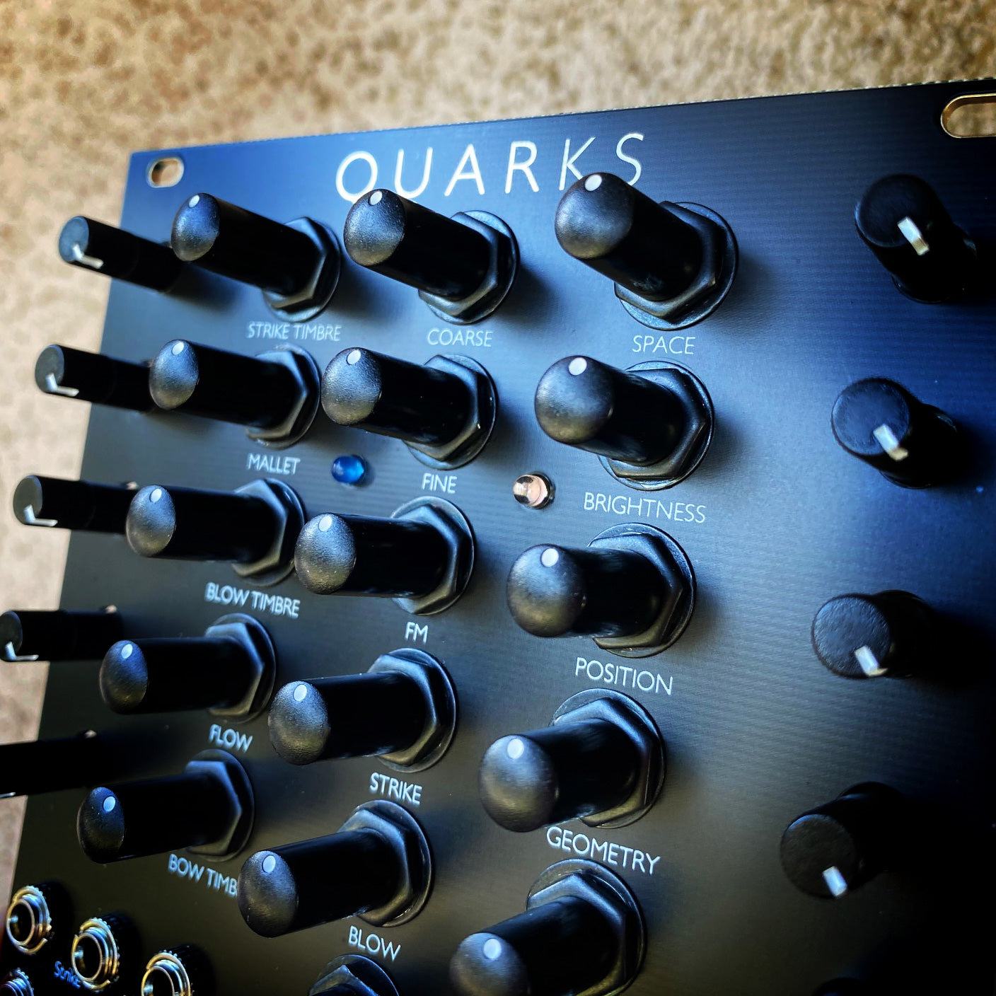 Quarks (Elements in 22hp) - Matte Black
