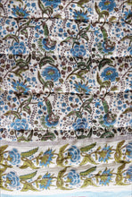 Load image into Gallery viewer, Cotton printed twin size quilt  70 x 108 - 100% cotton, reversible quilt. - Anokhi