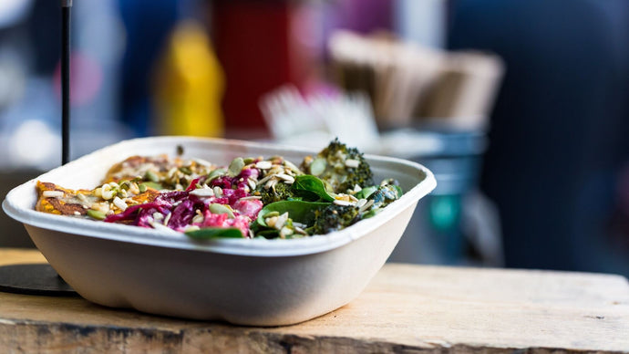 HOW TO EAT SUSTAINABLY IN A WORLD OF ON THE GO FOOD