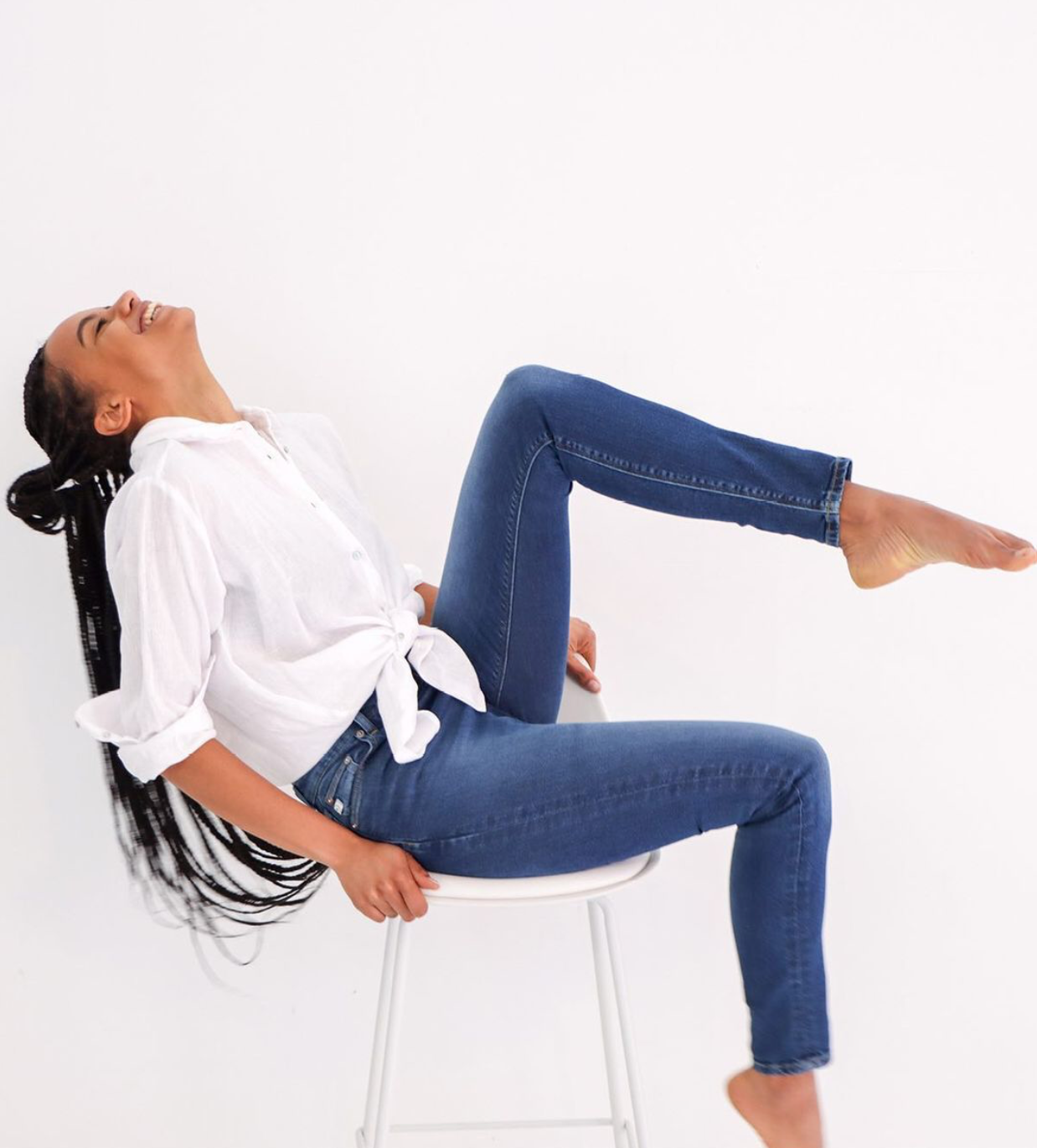 Woman sitting down in Mud Jeans