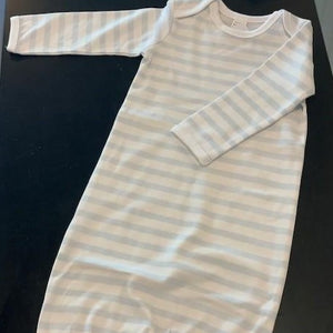 This gown is so buttery soft, stretchy and made with breathable fabric for baby's delicate skin that you will want to keep them snuggled in it from the take home/coming home outfit to newborn photos to the everyday clothes that make life a little easier.