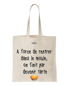 tote bag A force de rentrer dans le moule, on finit par devenir tarte