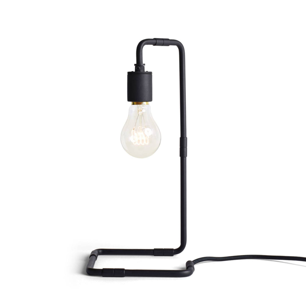 Menu Reade Bordlampe - Sort-Designfund.dk