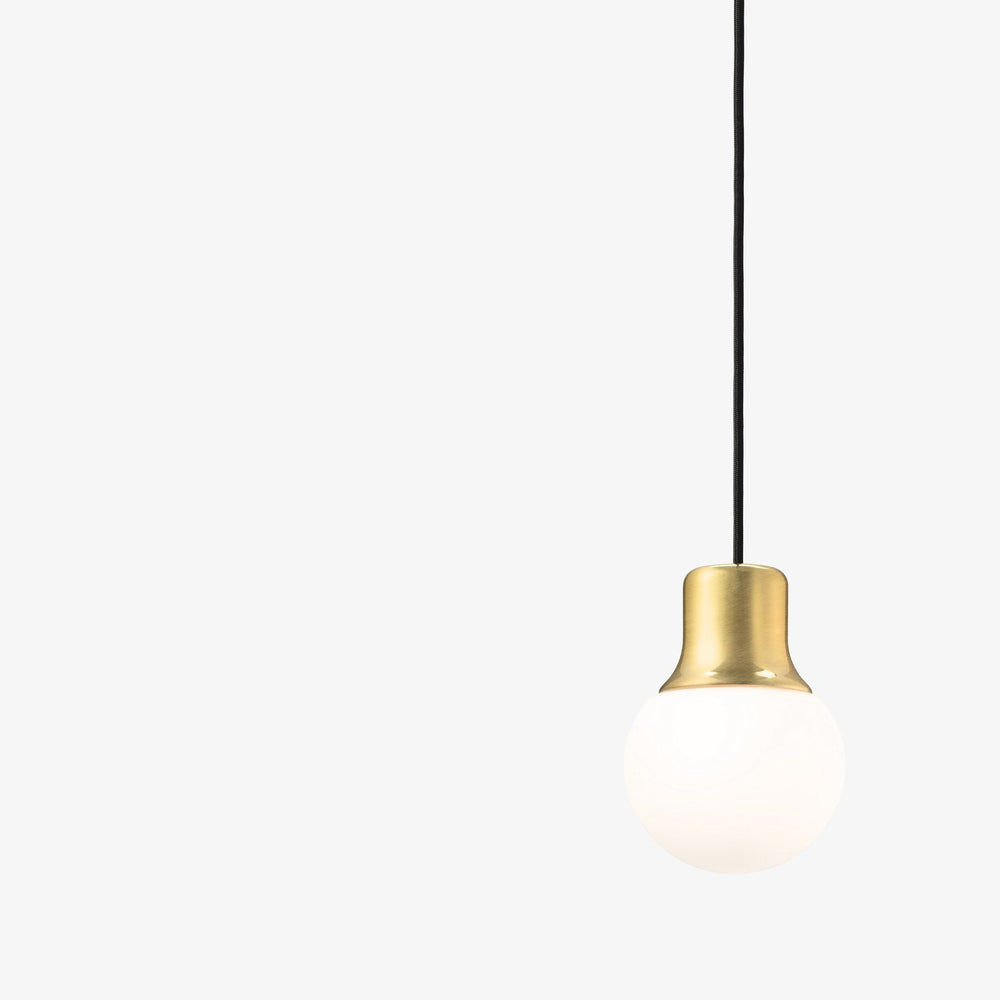 &tradition Mass Light NA5 pendel Messing-Designfund.dk