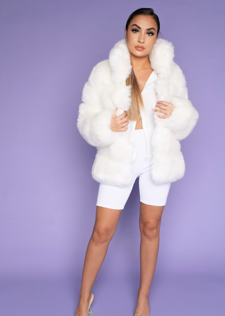 [Limited Edition] Moscow White Fur Coat