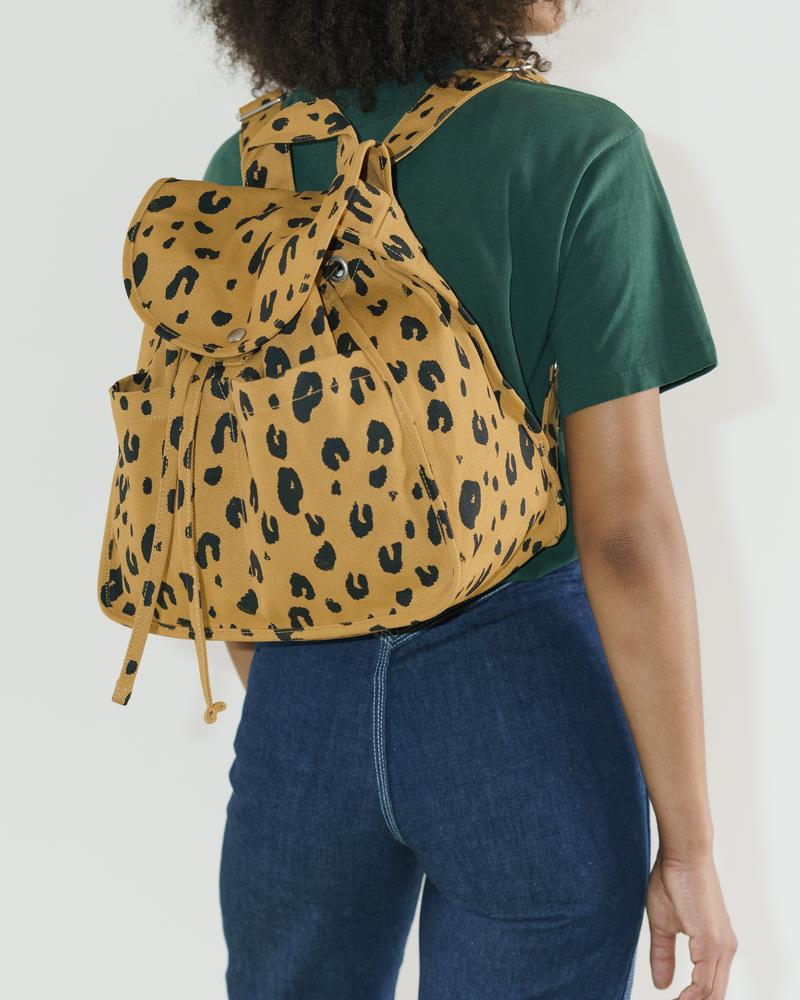 BAGGU Drawstring Backpack (Leopard). Worldwide Free Shipping - Singapore, Malaysia, Brunei, Indonesia, India, Japan, Hong Kong, USA, UAE and Europe!