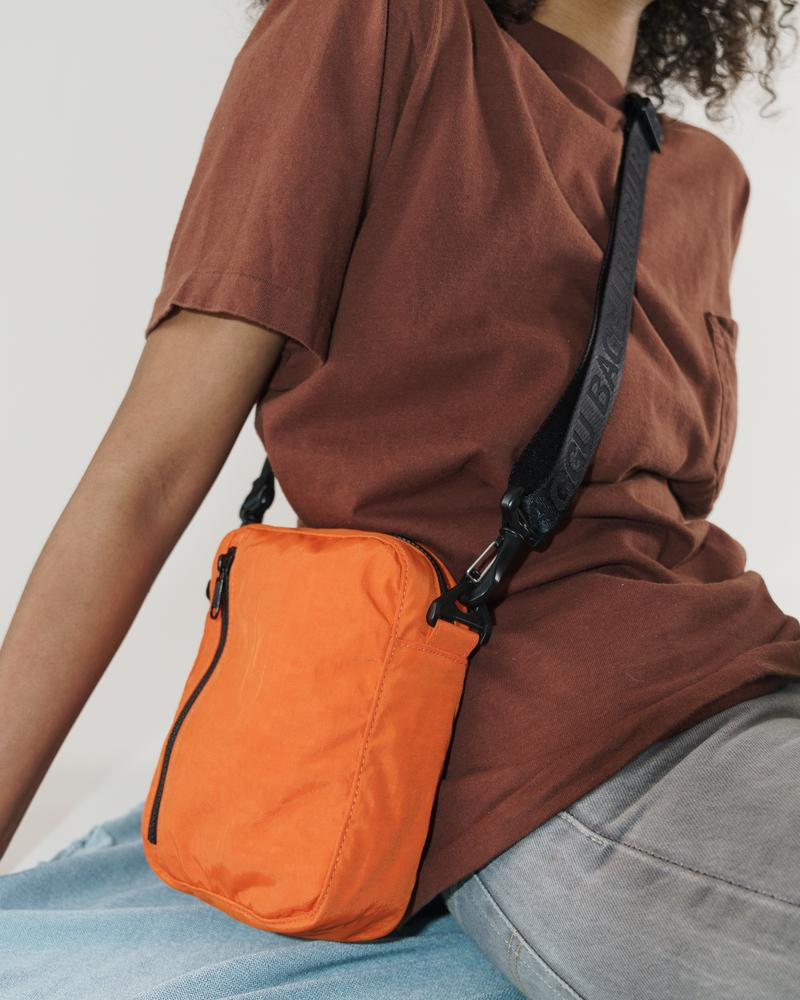 BAGGU Sport Crossbody Bag (Orange). Worldwide Free Shipping - Singapore, Malaysia, Brunei, Indonesia, India, Japan, Hong Kong, USA, UAE and Europe!